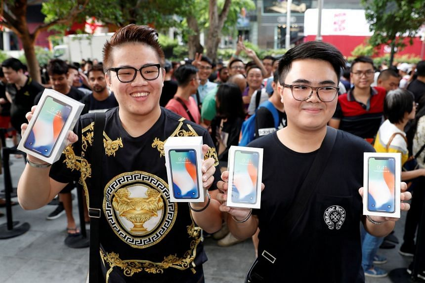 Customers from Bangkok posing with their new iPhone Xs at an Apple store in Singapore in November 2017.