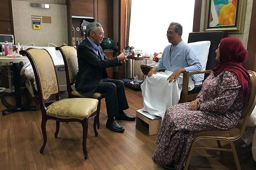 Prime Minister Lee Hsien Loong with Malaysian Home Affairs Minister Muhyiddin Yassin, who is recovering from surgery at Mount Elizabeth Hospital in Orchard. Beside them is Tan Sri Muhyiddin's wife, Puan Sri Noorainee Abdul Rahman.