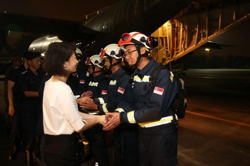 Ms Sun Xueling greeting contingent commander Seloterio Euan Izmal.