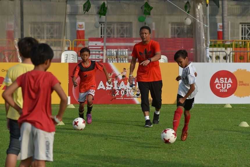Fandi Ahmad conducting a football clinic for 20 disadvantaged children organised by DHL Express on Aug 5, 2018.