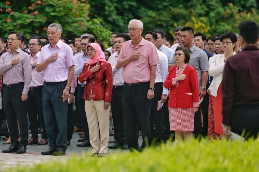 Prime Minister Lee Hsien Loong, President Halimah Yacob, Emeritus Senior Minister Goh Chok Tong, as well as 400 staff members of the Istana, civil servants from the Prime Minister's Office and the National Parks Board, and Military Police Command off