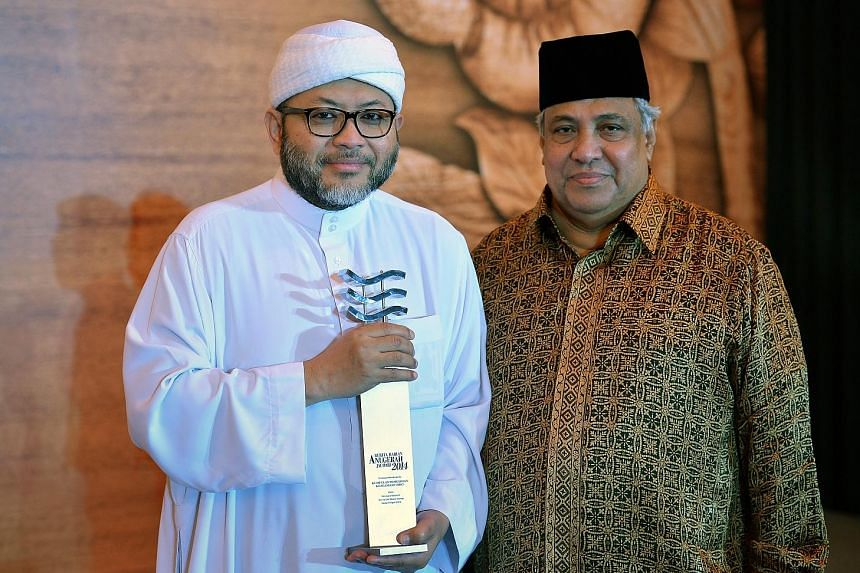 A file photo of Religious Rehabilitation Group co-chairman Ustaz Mohamad Hasbi Hassan (left) and Ustaz Ali Haji Mohamed at a Berita Harian award ceremony. They are among six religious leaders who will be receiving the Meritorious Service Medal this y