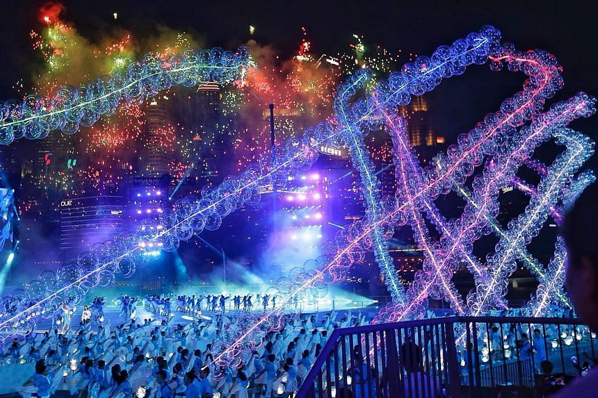A display of 18m-long lighted garlands, each made up of more than 200 balloons, swaying gracefully on stage as performers masterfully create beautiful shapes and formations with them.