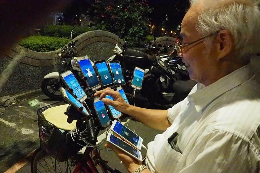Taiwan man rigs bicycle with 11 phones to play Pokemon Go, becomes