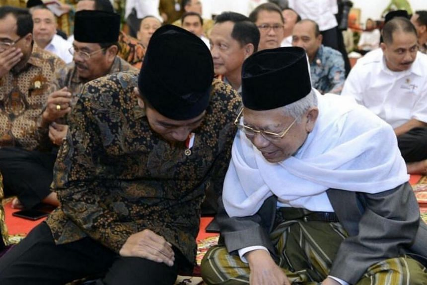 Indonesian president Joko Widodo (left) has picked cleric Ma'ruf Amin as his running mate.