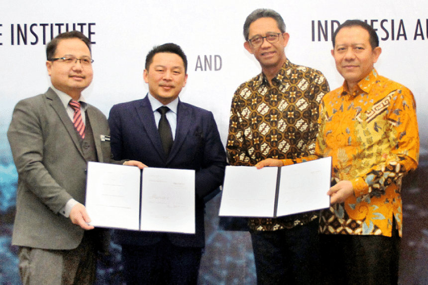 Malaysia Automotive Institute CEO Dato' Madani Sahari (from left), Malaysian Trade and Industry Minister Darell Leiking, the Industry Ministry's international industry access and resilience director general, I Gusti Putu Suryawirawan  and  Indone