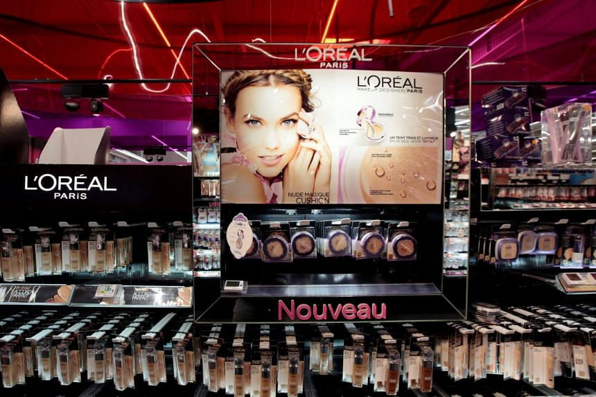 L'Oreal is pairing up with Facebook to roll out virtual tests for shoppers to see how they might look in different lipsticks or eyeshadows.
