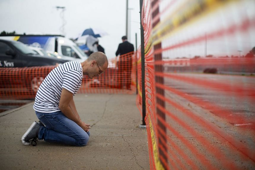 A man prays outside the Nebraska State Penitentiary on the morning of Moore's execution.