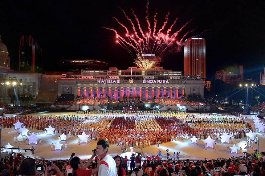 A mass performance during a National Day Parade preview at the Padang on Aug 1, 2015.