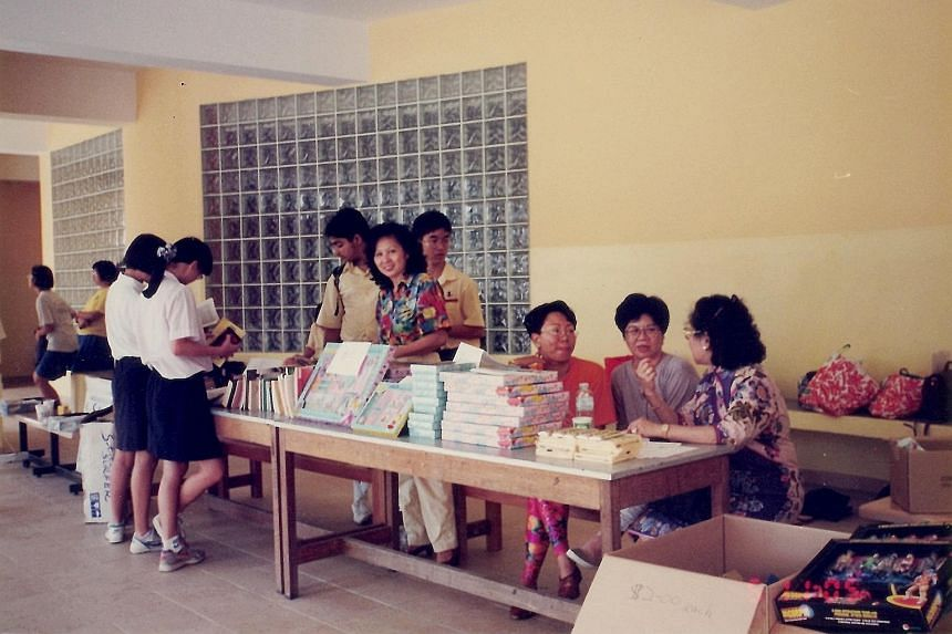 Left: Madam Gladys Tan (middle, in floral top), helping out at the 1995 Fairfield food and fun fair as an alumna. Above, from left: Aaron Ralls, Ann Ralls, Madam Gladys Tan, Andrew Ralls, Andrea Ralls and Mrs Karen Ralls-Tan represent three generatio