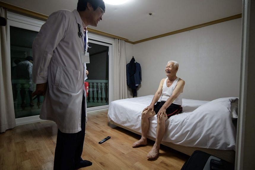 A medic paying a visit to inter-Korean family reunion participant Jang Hae-won, 89, on the eve of his departure for North Korea to visit his two nephews who he last saw during the Korean war.