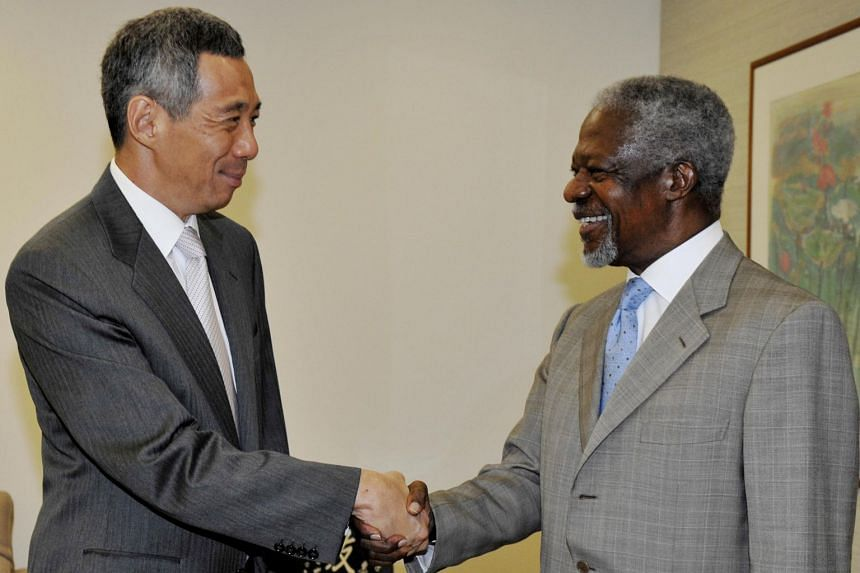 Former United Nations secretary-general Kofi Annan meeting Prime Minister Lee Hsien Loong at the Istana in February 2010.