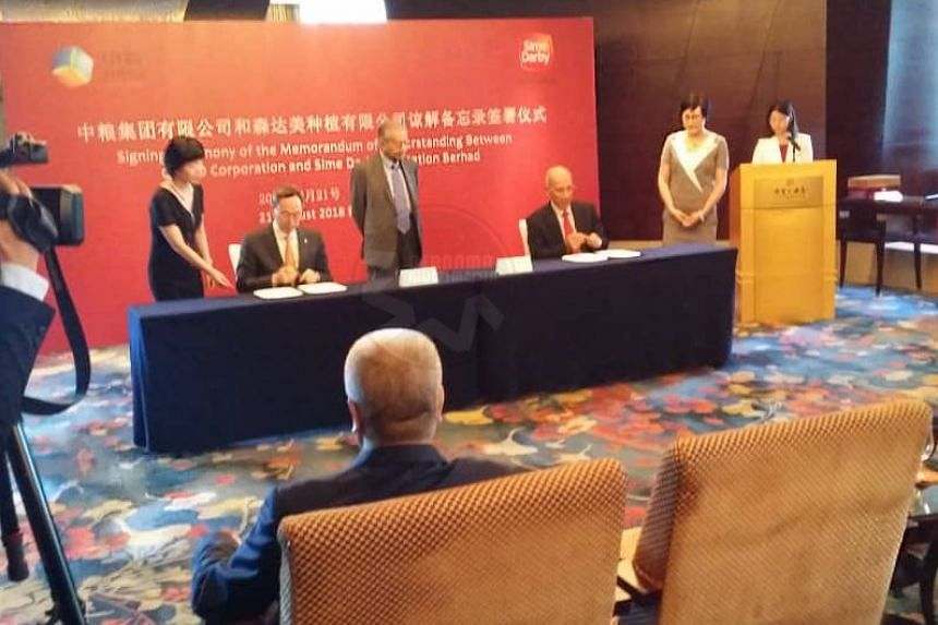 Malaysia's Prime Minister Dr Mahathir Mohamad witnessing the signing of a MoU between Sime Darby Plantation Berhad, and China National Cereals, Oils and Foodstuffs Corporation (Cofco) on Aug 21, 2018.