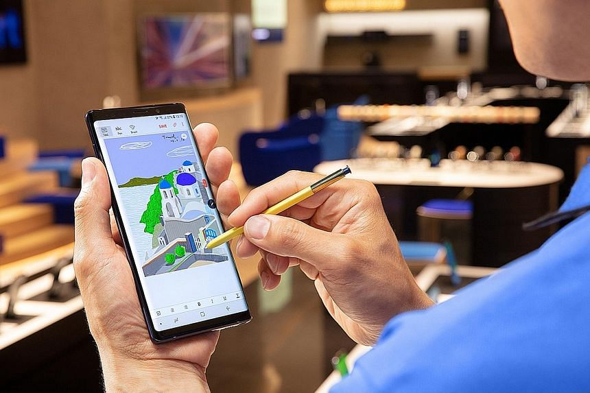 The new Bluetooth S Pen in the Samsung Galaxy Note9 can be used to browse and review the pictures taken, as well as pause and play videos.