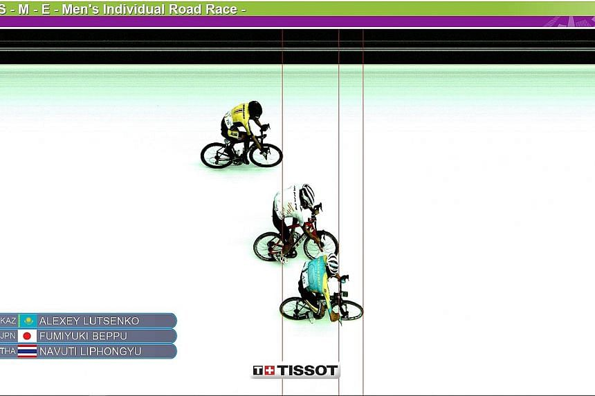 A photo finish was needed to separate Kazakhstan's Alexei Lutsenko, Japan's Fumiyuki Beppu and Thailand's Navuti Liphongyu for the top three spots in the men's 150km individual road race. Another Thai Peerapol Chawchiangkwang was fourth with the same
