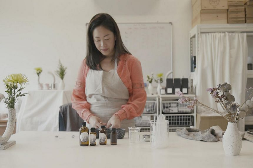 In 2016, Ms Daphne Tan founded Candles of Light and started making candles from home.