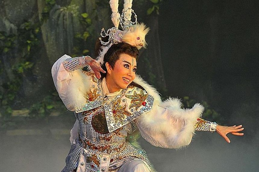 In Ji Gong, The Living Buddha: The Legend Of The Snow Fox, Sun Cui Feng plays the Snow Fox who sacrifices his immortality for love.