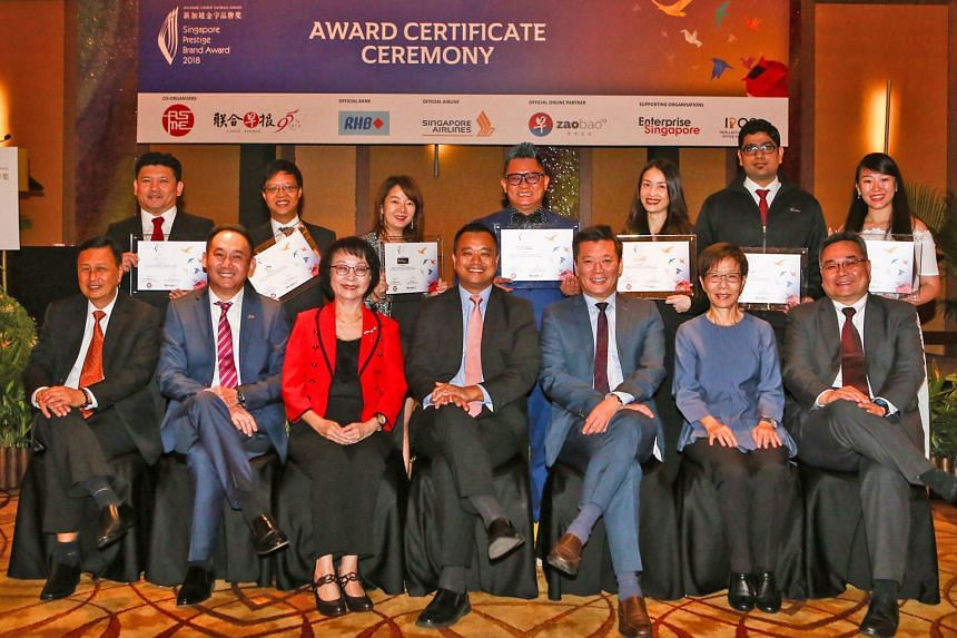 Singapore Prestige Brand Award-Promising Brands winners with representatives of the organisers, ASME and Lianhe Zaobao, and the sponsors, Singapore Airlines and RHB Singapore. (First row, from left) ASME executive director Roland Chan; RHB Singapore