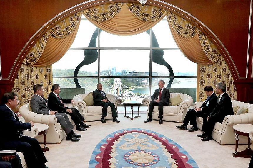 Deputy Prime Minister Teo Chee Hean calling on Malaysian Prime Minister Mahathir Mohamad in Putrajaya yesterday. With them are Singapore's Coordinating Minister for Infrastructure and Minister for Transport Khaw Boon Wan and Foreign Minister Vivian B