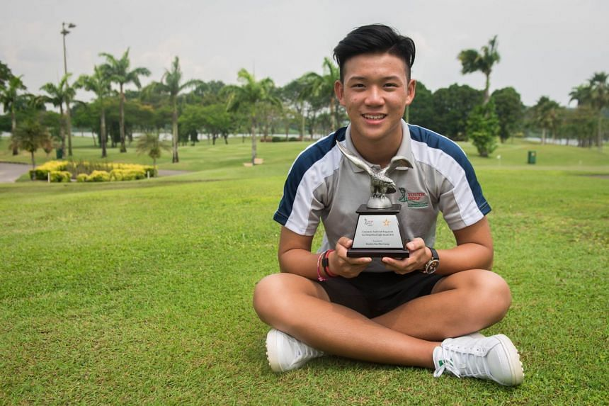 Brandon Han with his Tay Cheng Khoon Eagle Award, which is presented to the best performer of the annual Community Youth Golf Programme at Orchid Country Club on Sept 6, 2018.