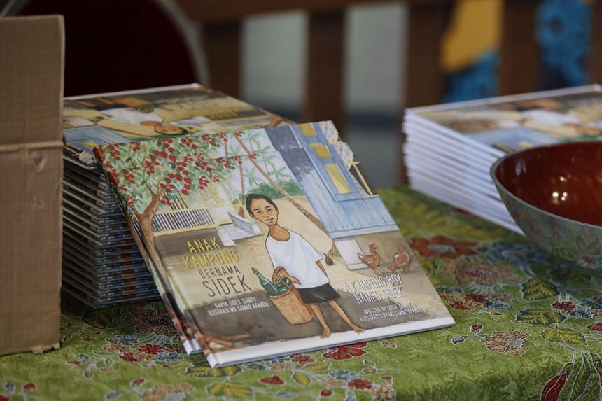 Anak Kampung Bernama Sidek (A Kampung Boy Named Sidek) is based on former Senior Minister of State Sidek Saniff's memories of growing up in a kampung in the 1940s and 1950s.
