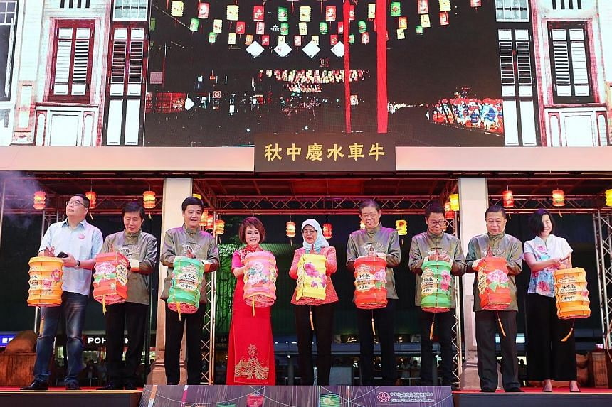 President Halimah Yacob (centre) was the guest of honour at the opening ceremony of the festival. Also at the event were Senior Minister of State Heng Chee How and Jalan Besar GRC MP Lily Neo, both on Madam Halimah's left. The festival's organising c