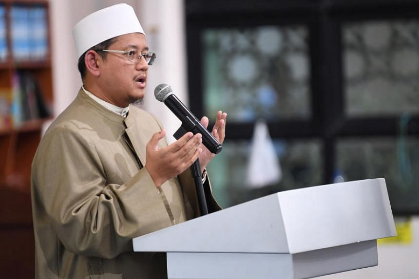 Speaking to more than 1,200 Muslims who had gathered for evening prayers at Al-Khair Mosque in Choa Chu Kang, Mufti Fatris Bakaram emphasised compassion and serving the whole society, on Sept 10, 2018.