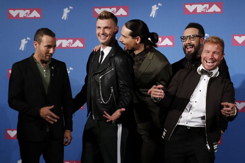 Carter (second from left) poses backstage with The Backstreet Boys at the 2018 MTV Video Music Awards.
