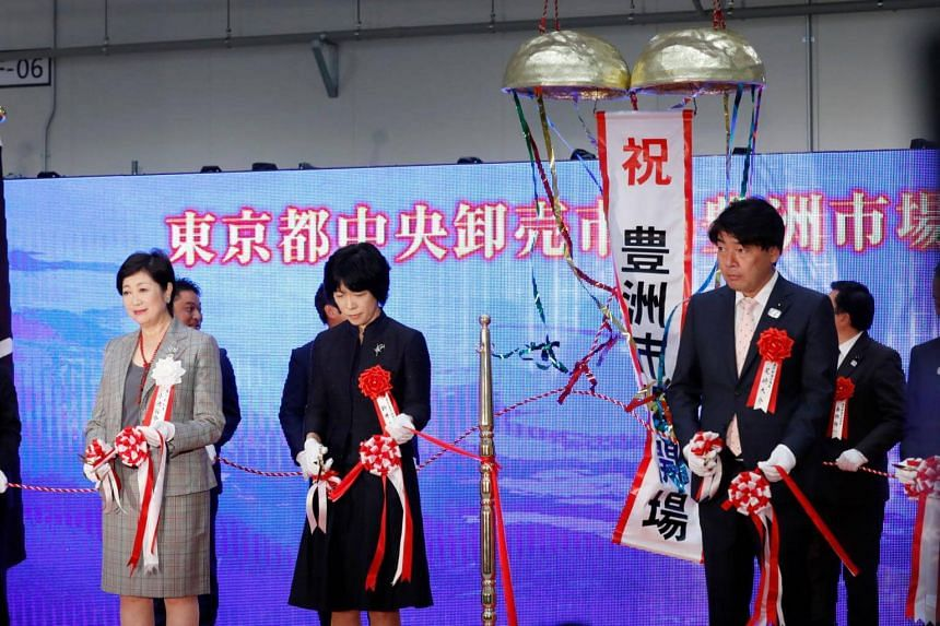 Tokyo Governor Yuriko Koike (left) at the ribbon-cutting ceremony for the new Tokyo Metropolitan Central Wholesale Market, known as Toyosu market.