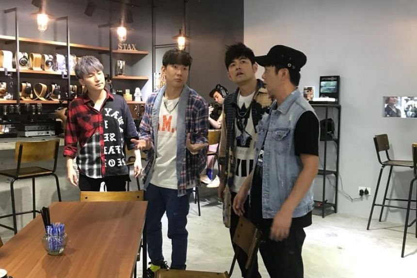 Mandopop heavyweights JJ Lin (second from left) and Jay Chou (third from left) were spotted touring Sim Lim Square on Tuesday. Among the shops they visited was audio cafe Zeppelin and Co., where they spent 30 minutes interacting with customers.