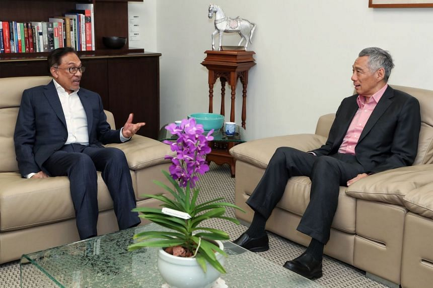 Prime Minister Lee Hsien Loong and Datuk Seri Anwar Ibrahim at the Prime Minister's office, on Sept 15, 2018.