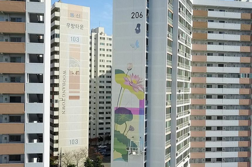 A robot painting murals on a high-rise building in South Korea. Roboprint will be one of the exhibitors at the BuildTech Asia trade exhibition from Oct 22 to 24. The trade show has 200 participating brands and is expected to draw 10,000 visitors.