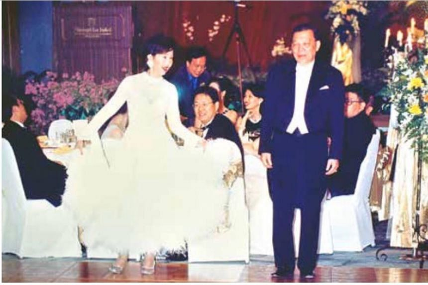 Dr Leong Heng Keng and his wife Lo Tia Yia performed a waltz at the 1998 wedding dinner of one of their sons.