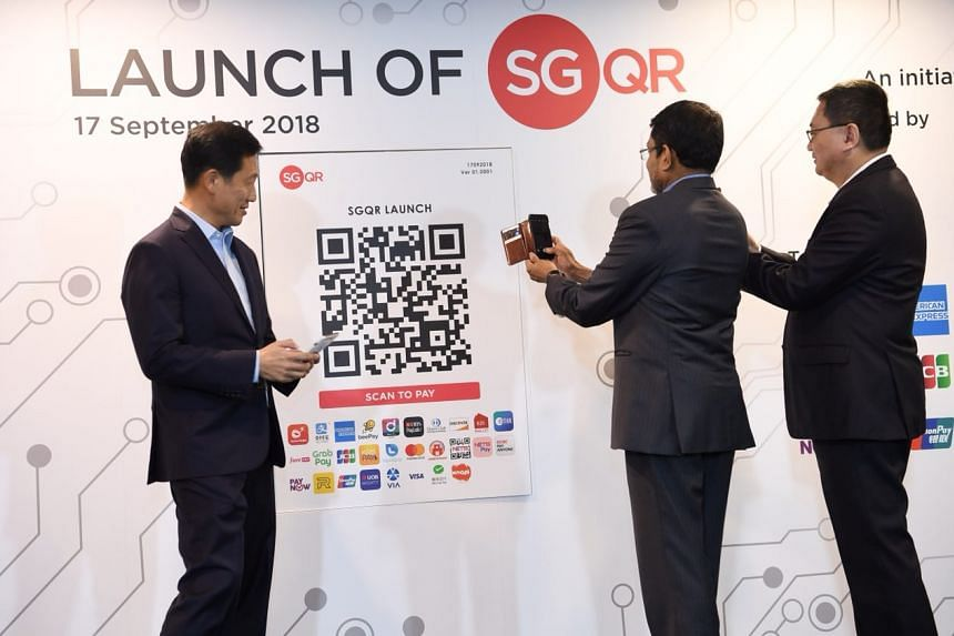 (From left) Monetary Authority of Singapore (MAS) board member Ong Ye Kung, MAS managing director Ravi Menon, and Infocomm Media Development Authority deputy chief executive Leong Keng Thai, unveiling SGQR.