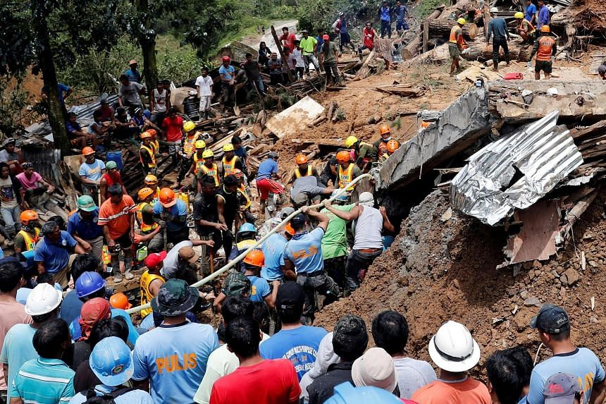 Rescuers searching for people trapped in a landslide caused by Typhoon Mangkhut at a small-scale mining camp in Itogon in the Philippines yesterday.