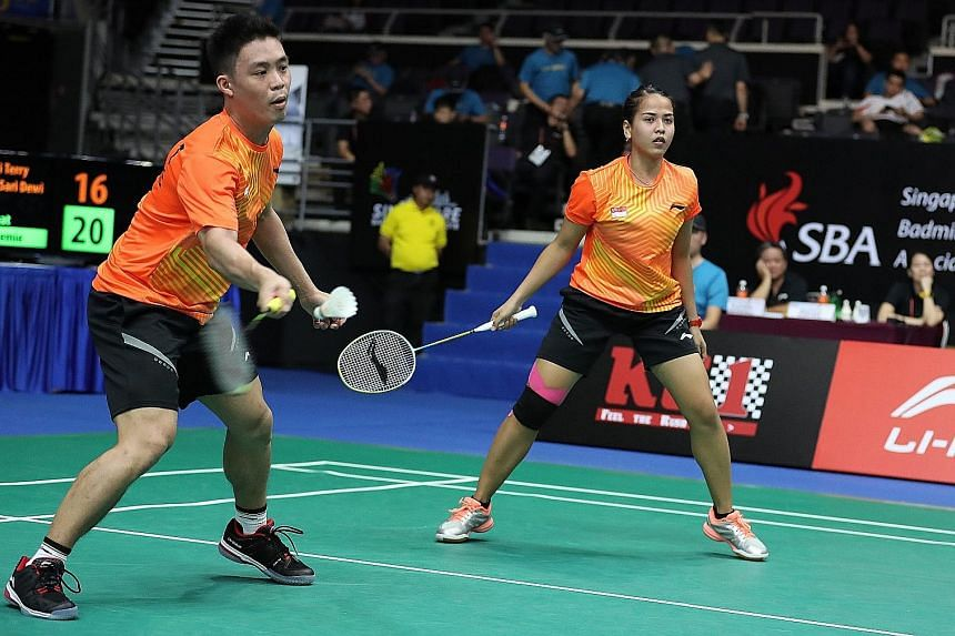 Terry Hee and Putri Sari Dewi during their first-round loss in July's Singapore Open to the eventual champions Goh Soon Huat and Shevon Lai of Malaysia.