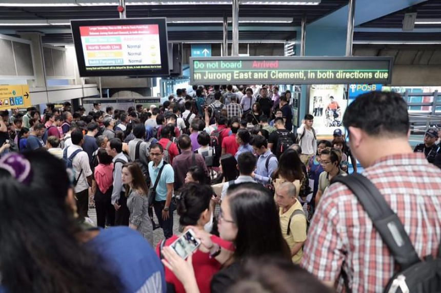 Commuters at Clementi MRT station at 7.35am, on Sept 19, 2018. They were affected by the 40-minute delay on the East-West Line that took place due to a track point fault near the station.