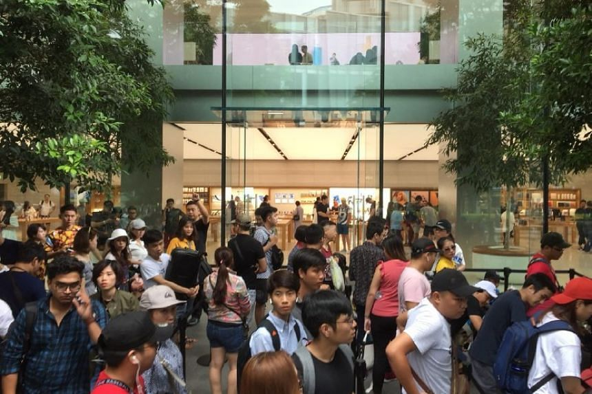 A line of roughly 250 people had formed on front of the Apple store in Orchard Road by noon on Sept 20, despite the release of the latest iPhone being at 9am on Sept 21, 2018.