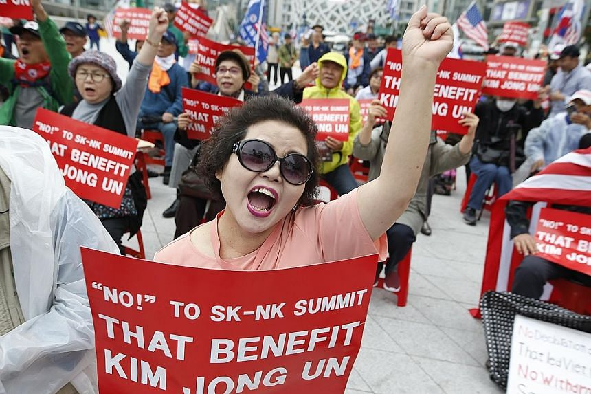 Members of a conservative group in South Korea protesting yesterday against the third inter-Korea summit in Pyongyang. North Koreans bidding farewell to South Korean President Moon Jae-in and his wife as they depart for Seoul yesterday. South Korean