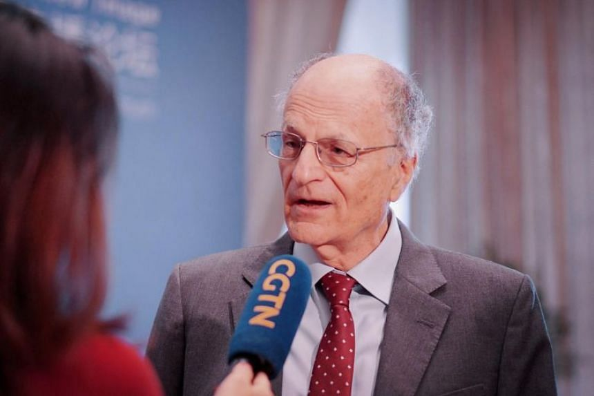 Veteran US economist Thomas Sargent told a forum in China that his own country was also copying and stealing from others a century ago.
