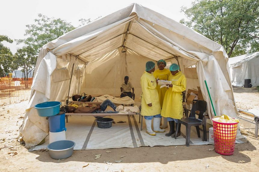 Medical staff give treatment to people suffering from cholera at a medical camp set up outside the Glen View polyclinic in Harare, Zimbabwe, on Sept 19, 2018.