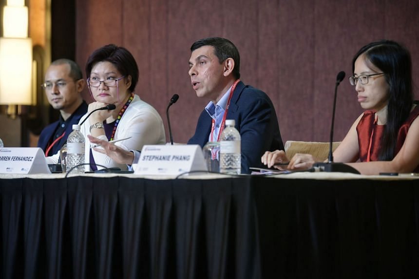 Mr Warren Fernandez, editor-in-chief of Singapore Press Holdings' English/Malay/Tamil Media Group and editor of The Straits Times, with (from left) South China Morning Post chief news editor Yonden Lhatoo, panel chairman Lau Joon-Nie and Bloomberg's