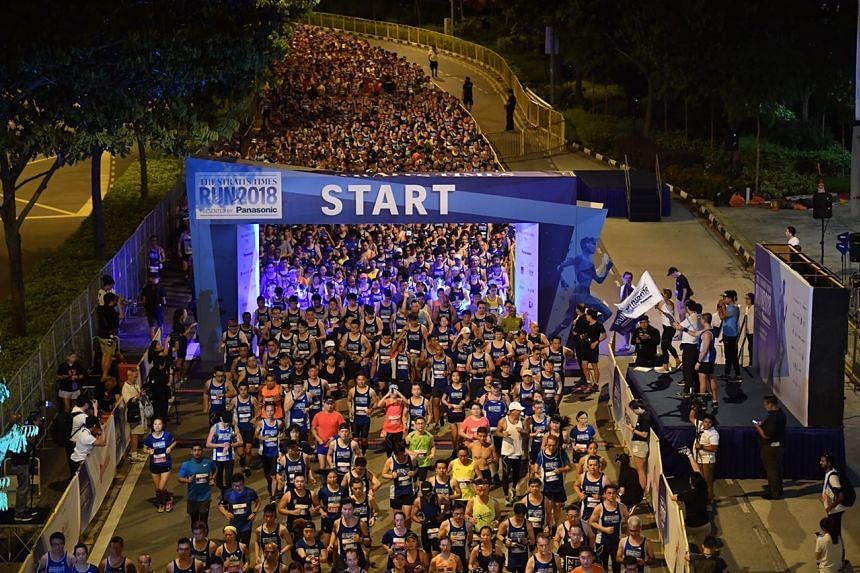 Participants of the 18.45km run are flagged off along Nicoll Highway at around 5am.