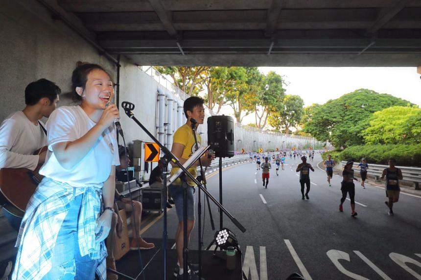 PushPlay, a band of students from Nanyang Technological University, entertaining runners of the 10km race under Merdeka Bridge.