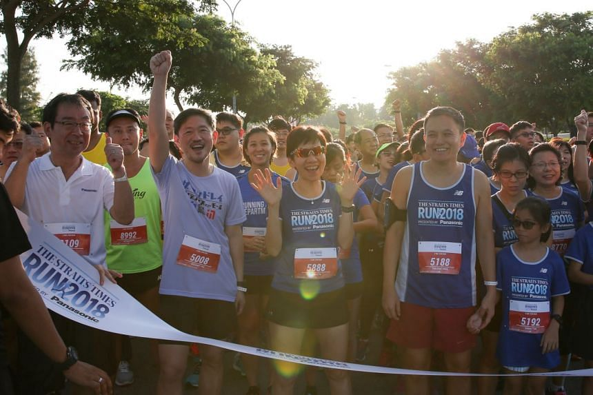 From left: Mr Jiro Nakami, deputy managing director of Panasonic Singapore; Mr Anthony Tan, SPH's deputy CEO; Ms Grace Fu, Minister for Culture, Community and Youth; and Mr Tan Chin Hwee, member of SPH's board of directors, posing with runners at