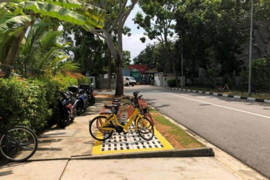 The scene in Loyang Way after the implementation of a bicycle parking zone.
