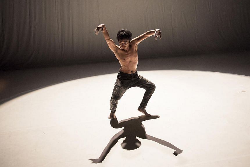 Rianto in his solo work Medium, which will be performed at the 2018 da:ns festival.