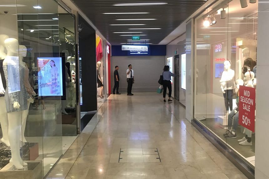 The linkway to Ngee Ann City from Takashimaya was closed on Sept 26, 2018. A security guard informed members of the public that Takashimaya had been closed due to a fire emergency.