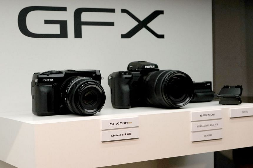 Fujifilm announced the new medium-format rangefinder GFX 50R (left) at a press conference a day before the start of Photokina 2018.