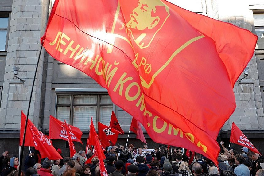 Supporters of left-wing political parties and movements protesting against the pension plan in front of the Lower House of Parliament yesterday. Other rallies have also taken place across Russia in recent months.